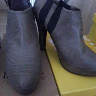 Novo Boots size 8 /39