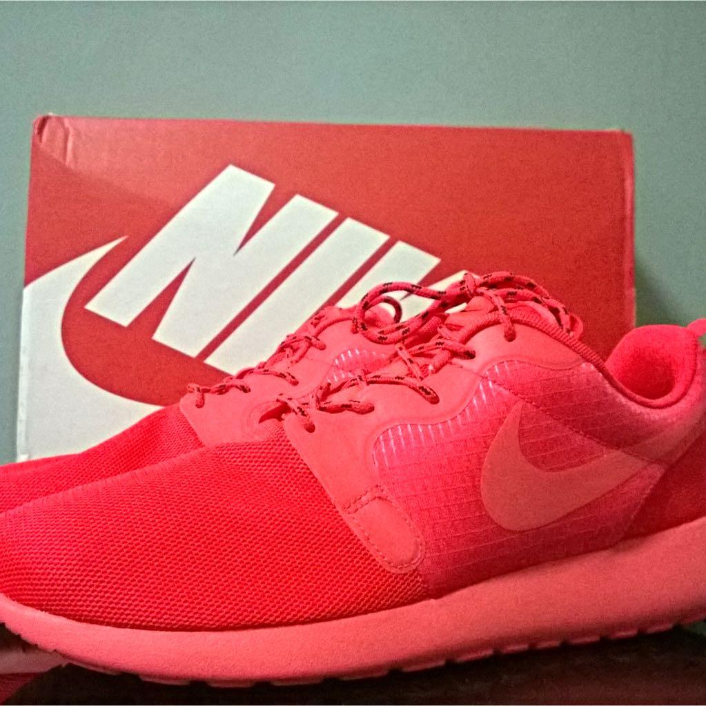 Nike Rosherun Hyperfuse Red October Yeezy Men s US 10.5 Women s 12 ... 39df25c68f