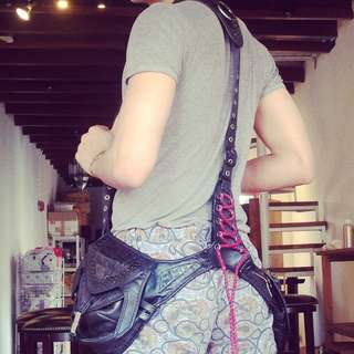 Stylish, Haute Loose Holster bag. New!