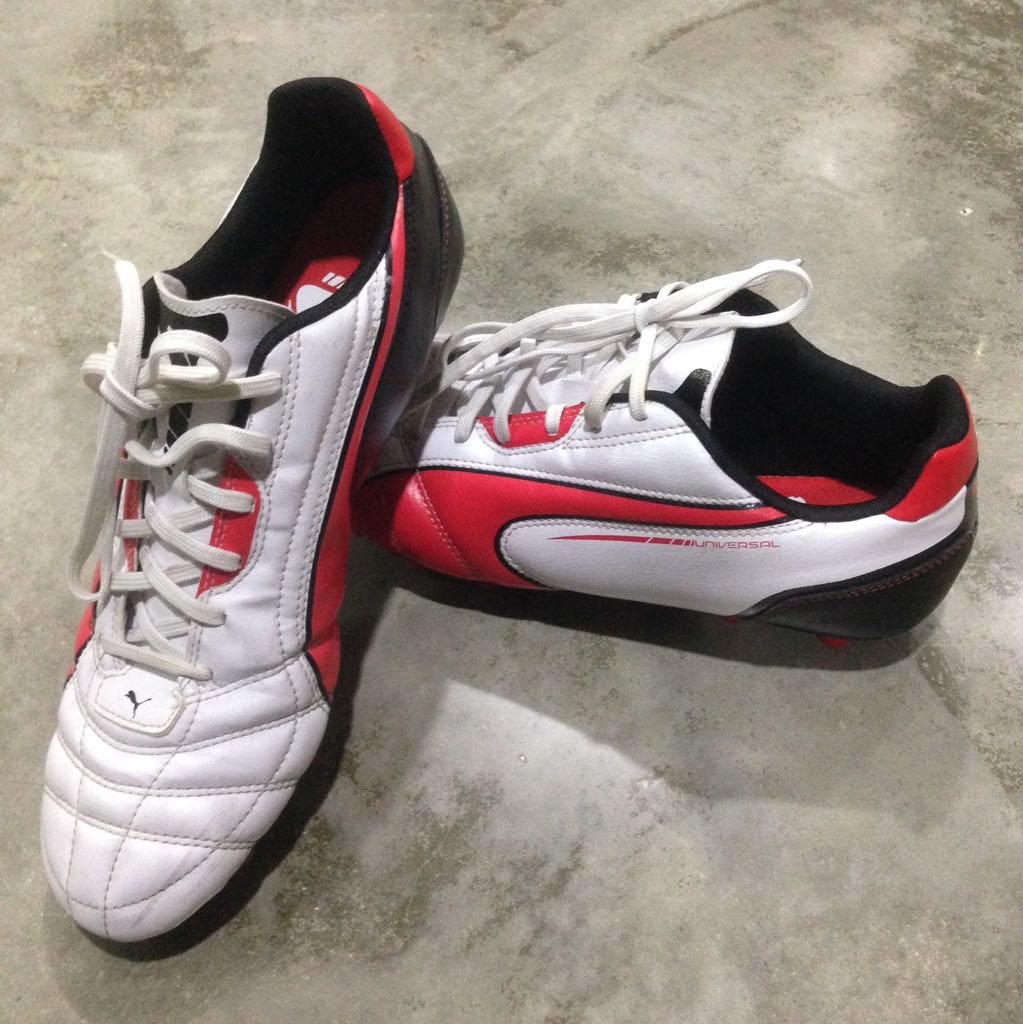 White Red PUMA UNIVERSAL Soccer Boots (Size US 9   UK 8 or 8.5 ... 05e84b25039e6