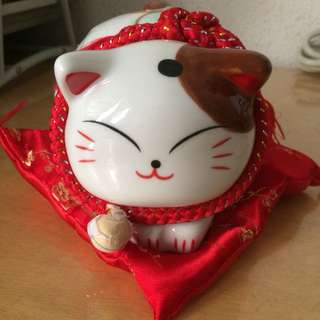 Auspicious Fortune Cat 招财猫 (Piggy bank)