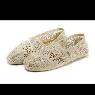 Pending - (BNIP) White Toms Inspired Lace Shoes