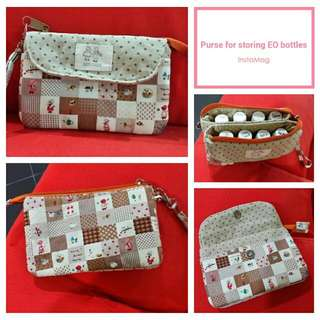 Purse for essential oil bottles