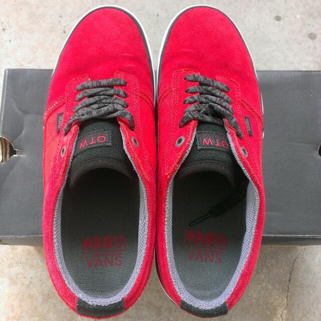 3be85eeeee Pending  Vans OTW Bedford Low Sneakers US 9