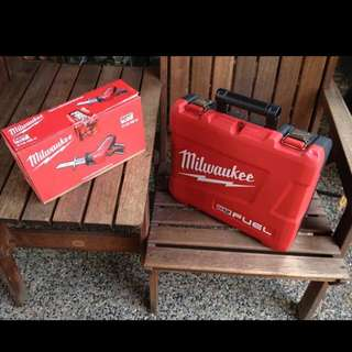 Milwaukee M12 Drill Set