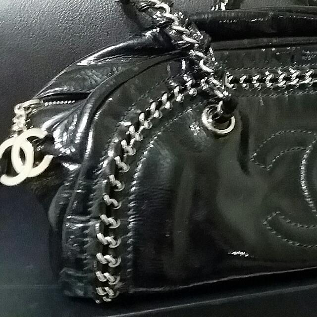 7e008e28d04e CHANEL 100% AUTHENTIC Black Patent Leather Luxury Ligne Bowler ToTe Bag ,  Women's Fashion on Carousell