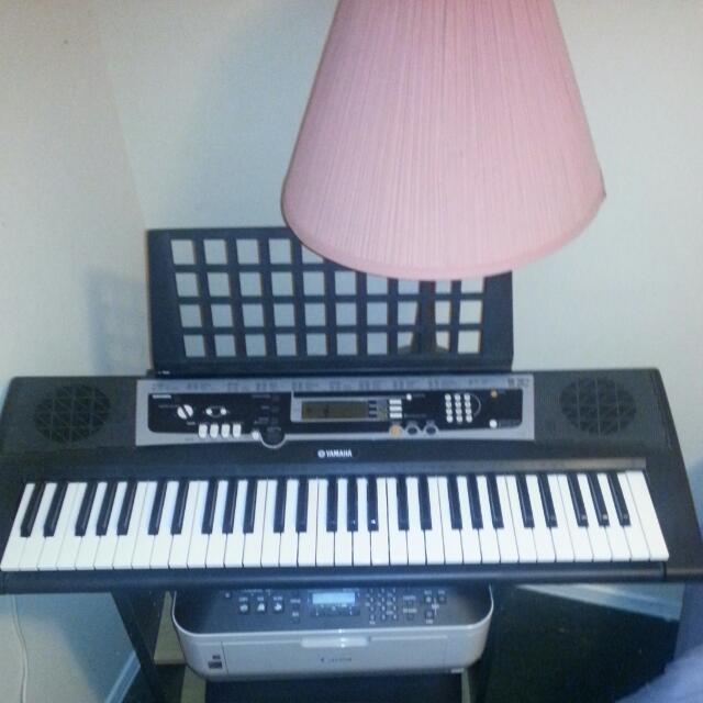 Yamaha YPT210 61 Fullsized Key Keyboard With 375 Tones