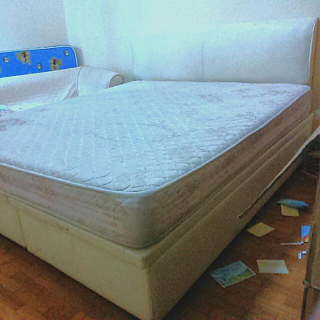 Queen Size Bed - Dunlopillo Brand
