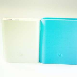 Xiaomi 10400 mAh available at www.rinioh.com Free Shipping within Singapore plus Free Silicon Sleeve