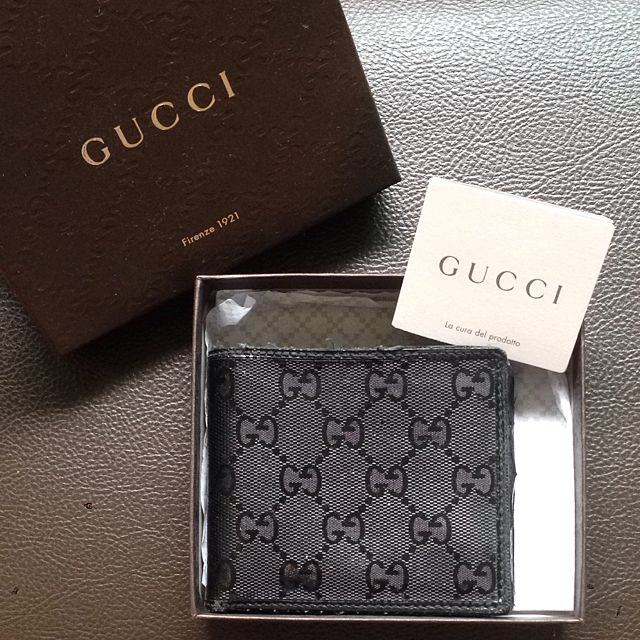 b13138a5556 Gucci GG imprimé Leather Bi Fold Wallet