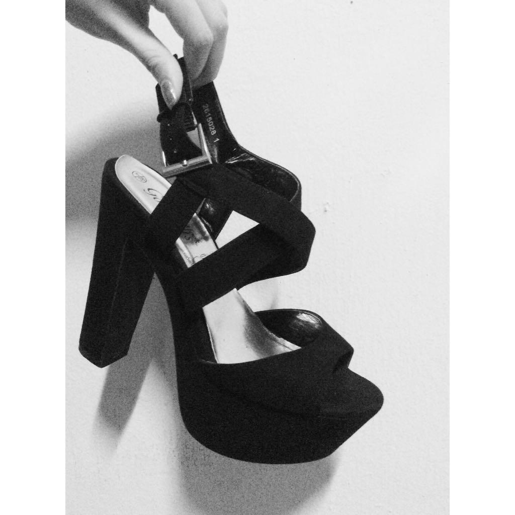 5c19ea385efa Newlook Chunky Platform Heels