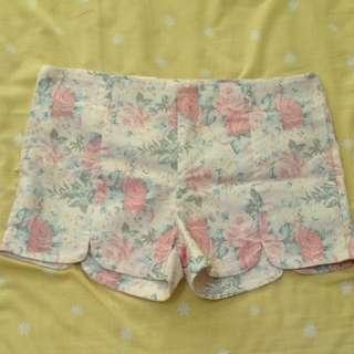Plus Size Floral Scallop Shorts