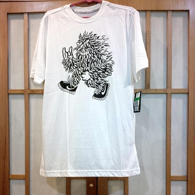 BN Nike tshirt running white
