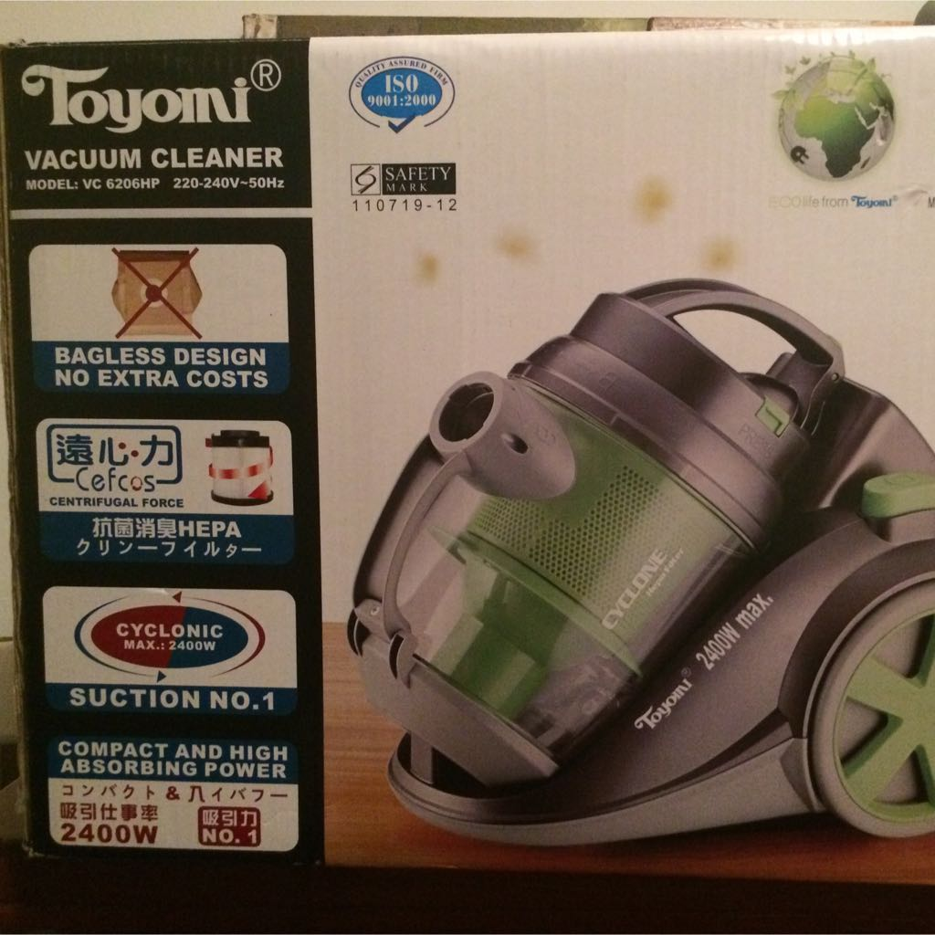 Toyomi 2400w Baglsss Vacuum Cleaner