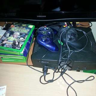 Xbox original (Inclusive Of 2 Controllers And 2 Games!) (PENDING)