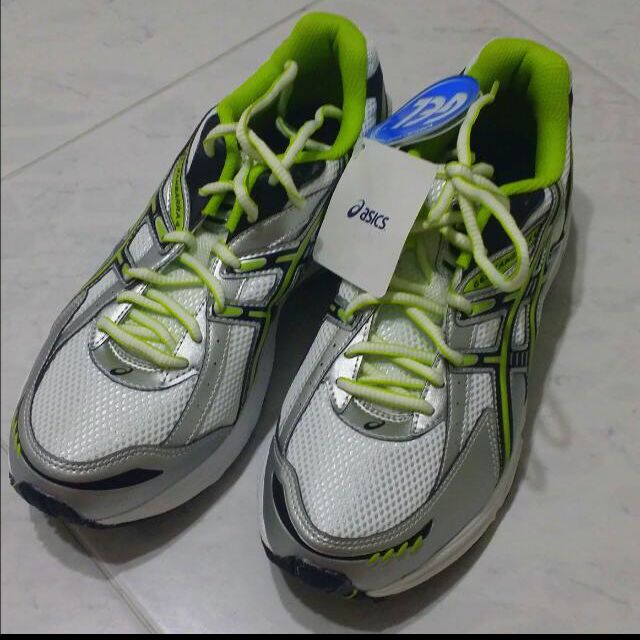 8a7f63f2d2f Asics Gel Kanbarra 4 SP Running Shoes, Women's Fashion on Carousell