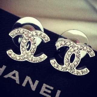 CHANEL classic silver earing