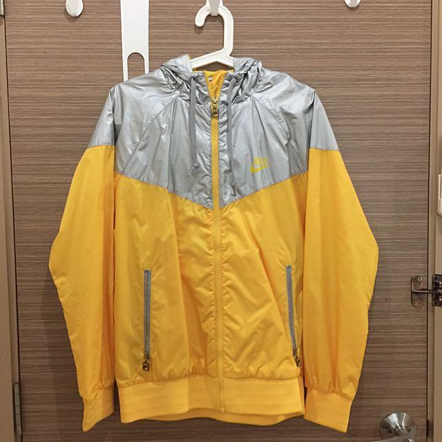 44cfe4040e7b6 Nike Wind Runner Windbreaker Jacket, Men's Fashion on Carousell