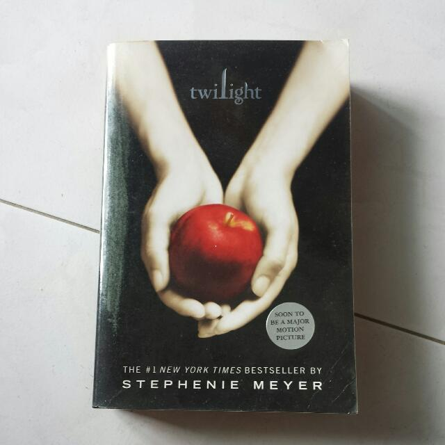 Twilight By Stephanie Meyer (preloved)