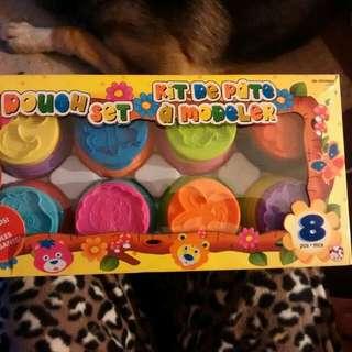 Play Dough 8 Piece Set