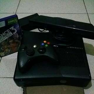X BOX 360 (4GB) WITH KINECT