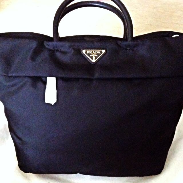 adebf81819 ... coupon for prada tessuto and saffiano shopping bag tote bn2531 100  authentic luxury on carousell 7b4b3 ...