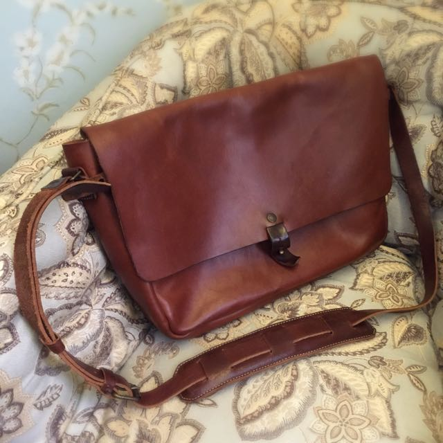 6d176f3f7c16 Whipping Post Vintage Messenger Bag  225 OBO
