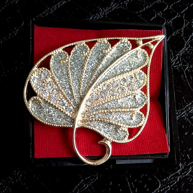 Reduced Price! Crystal & Gold Leaf Broach