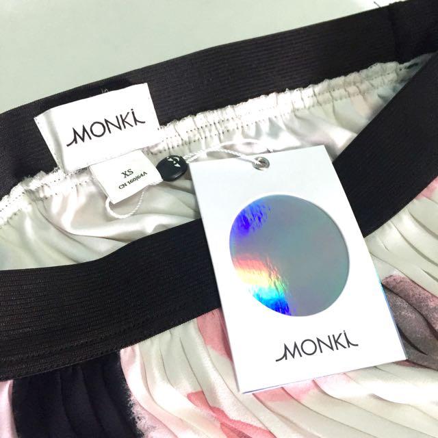 MONKI Pleated Print Maxi Skirt