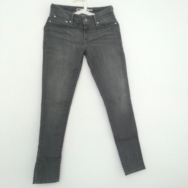 Auth Levi's Jeans (Pending)