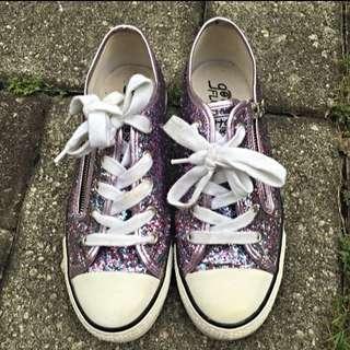 Gotta Flurt Shiny Sneakers Size 7.5