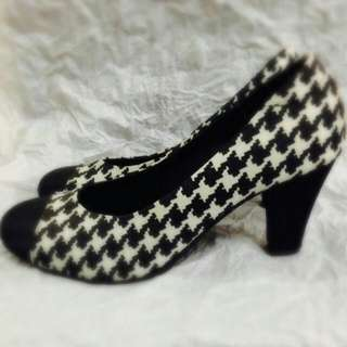 Houndstooth Court Shoes (Mono)