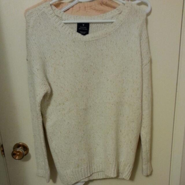 Boyfriend Fit Sweater White.