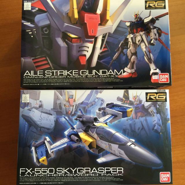 BNIB RG Aile Strike Gundam & Skygrasper