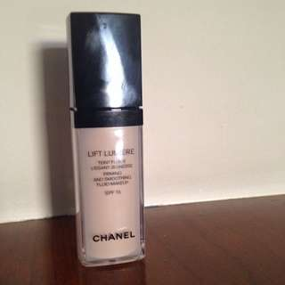 Chanel Lift Lumier Foundation