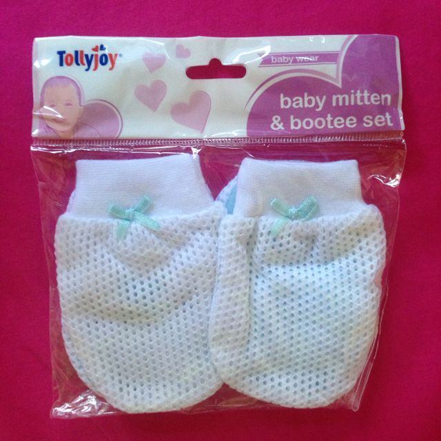 93e8332ab1e5 Tollyjoy Baby Mitten And Bootee Set