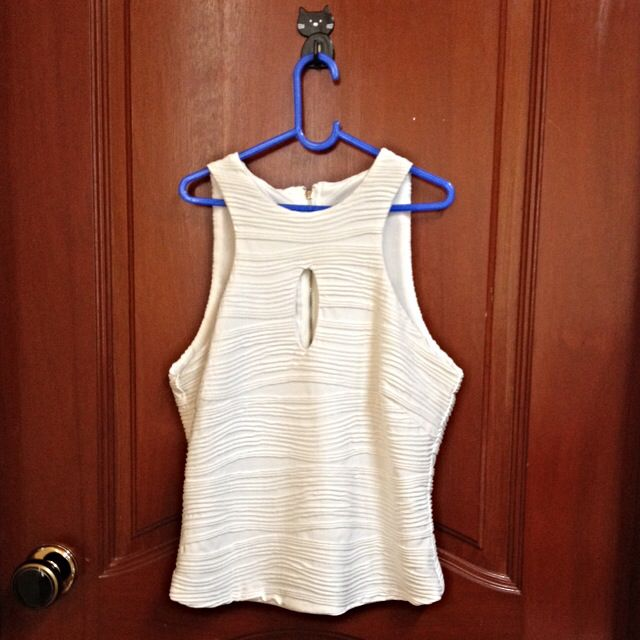 Textured Keyhole Top