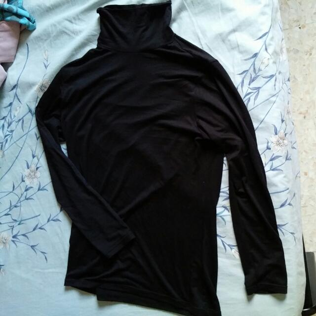 3 Thermal Tops From Uniqlo Size XL