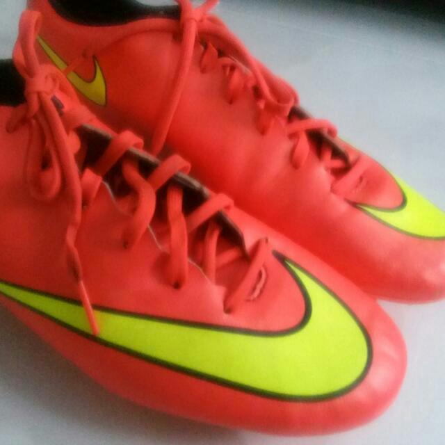 brand new 3a42a 061d3 Nike mercurial Victory 5 Hyper punch., Sports on Carousell