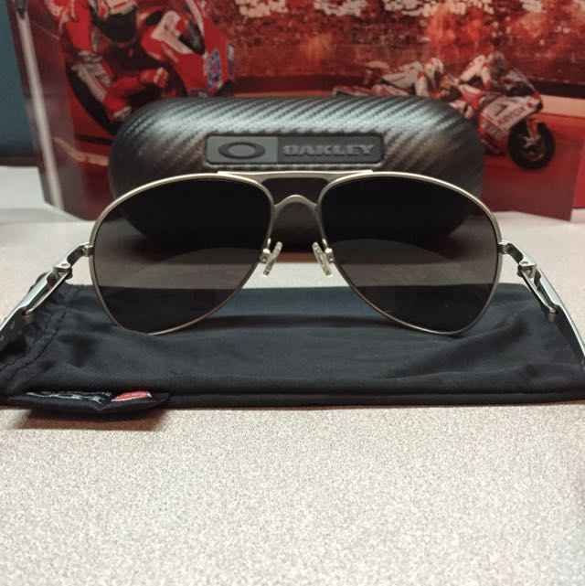 a7d4ec2a03 Oakley Plaintiff (Ducati Corse Version) - Signature Series, Men's Fashion  on Carousell