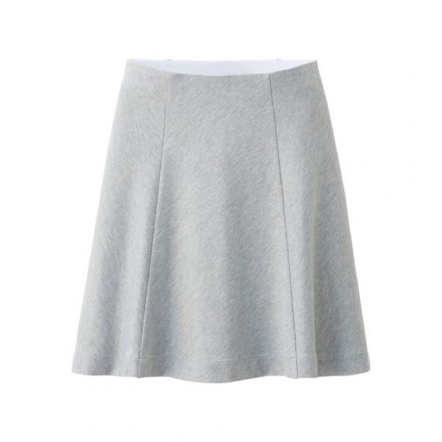 38bc546fc79 Uniqlo Ponte Flare Skirt