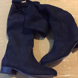 Mid To Knee length Suede Boots (Black)