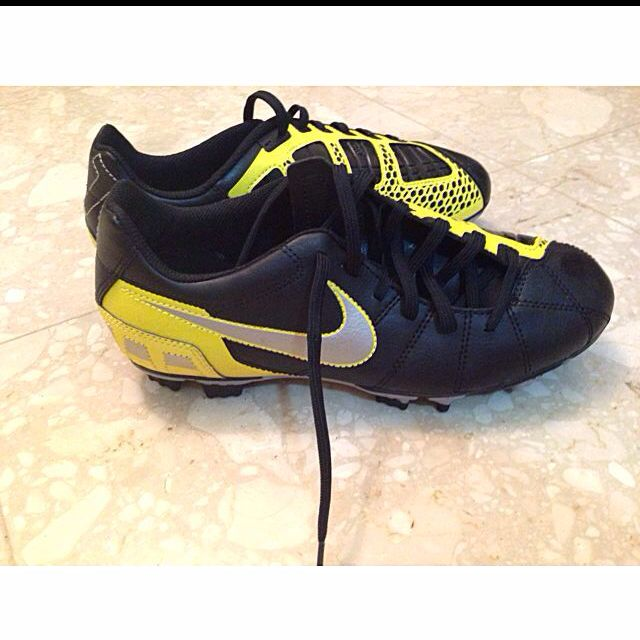 BN AUTHENTIC nike Soccer Boots