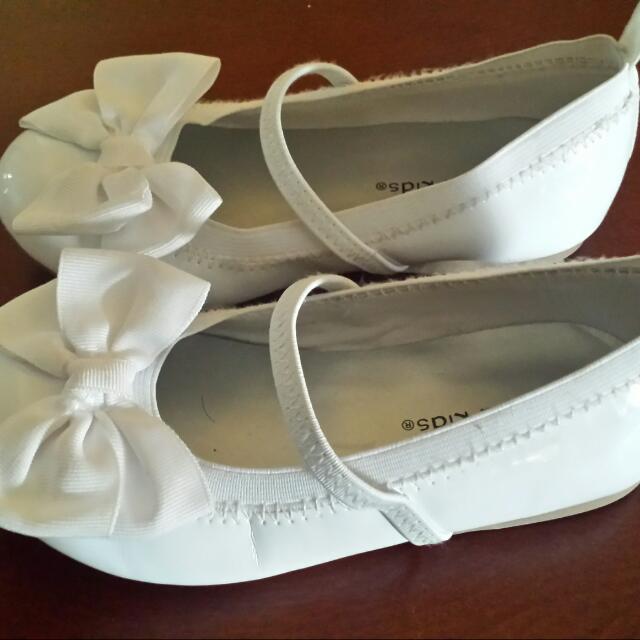 girls gorgeous size 9 white bow shoes