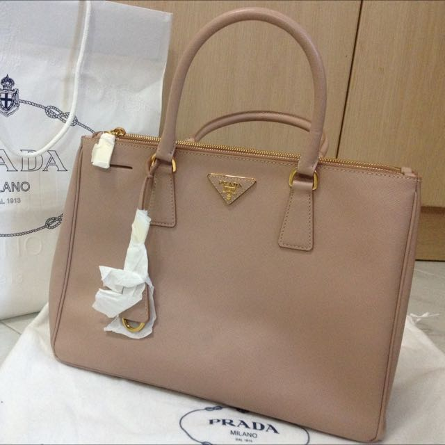 c49a0a6a87f26a Prada BN2274 Saffiano lux cammeo medium, Luxury on Carousell