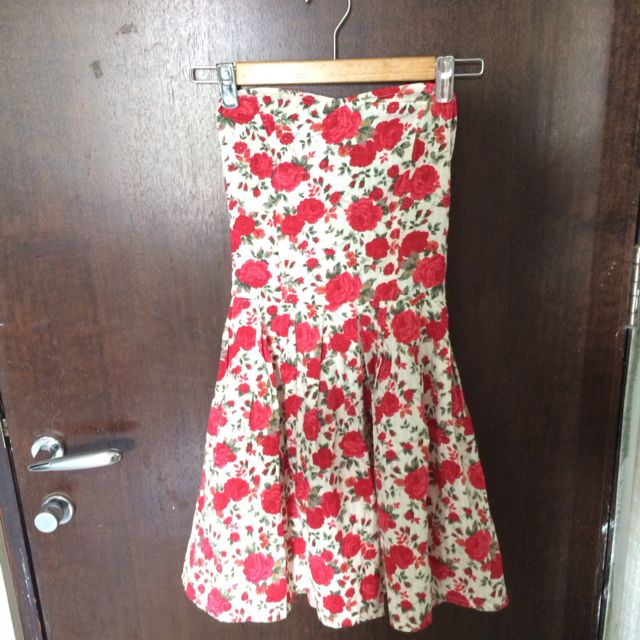 Pretty Red Rose Printed Dress