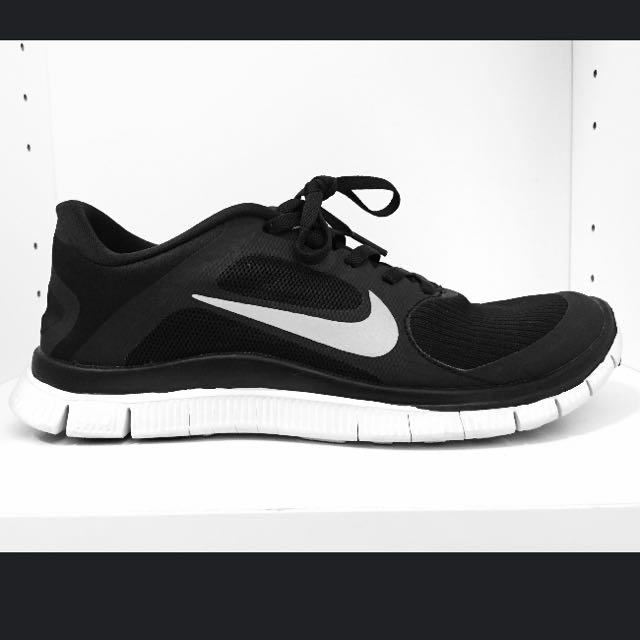 watch c81a9 5516c Nike Free Run 4.0 (Black With White Sole)