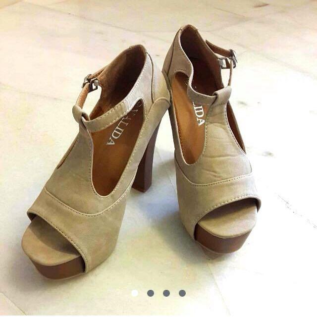 (NEW) Beige High Heels