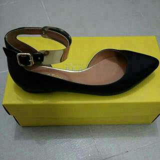 Kenneth Cole Flats In Black With Gold Buckle **Classy & Stylish**