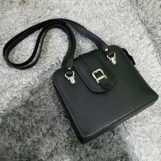 Black Vintage Sling Bag 2